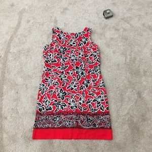 Sleeveless scoop neck tropical print shift dress